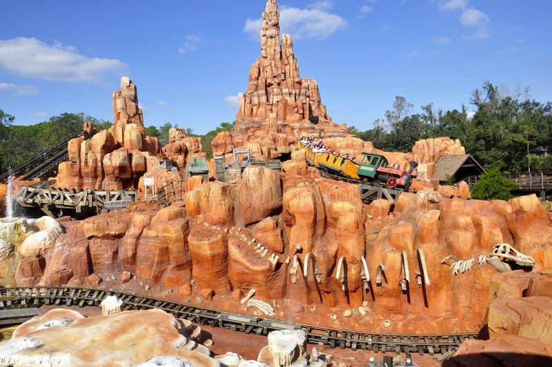 Paseo de Walt Disney World Railroad en parque mágico de la familia de Theeme del reino foto de archivo libre de regalías
