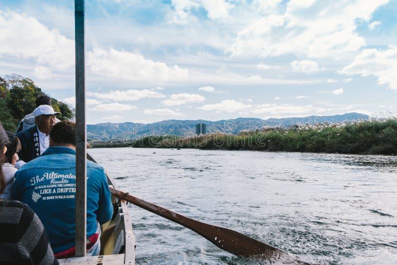 Paseo del barco de río de Hozugawa a Arashiyama imagen de archivo