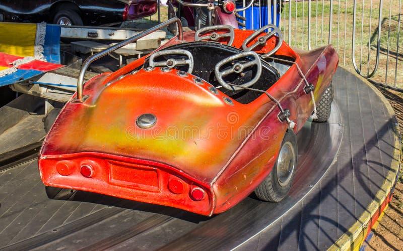 Paseo del coche de los niños en la feria del condado local fotografía de archivo
