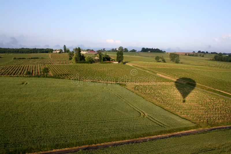 Paseo del globo a través de los campos de Francia imagen de archivo
