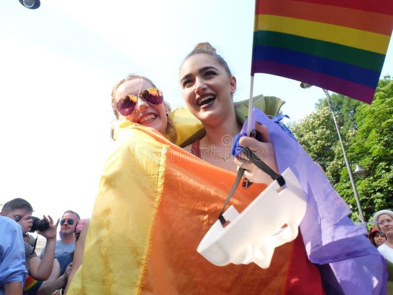 Paseo del homosexual y lesbiana en Pride Parade gay foto de archivo libre de regalías
