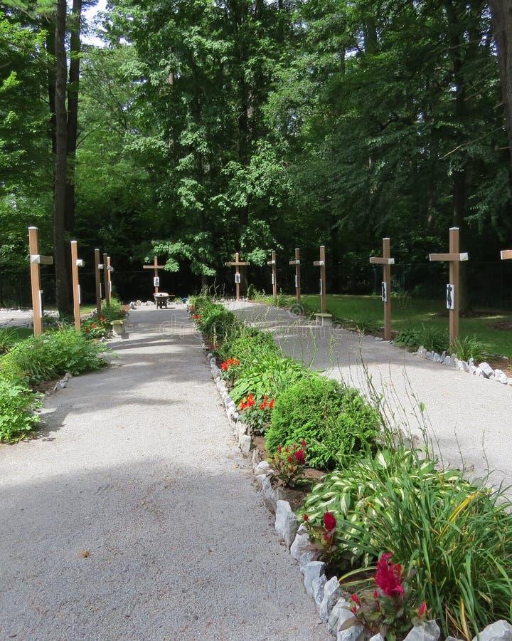 Paseo del jardín de cruces foto de archivo