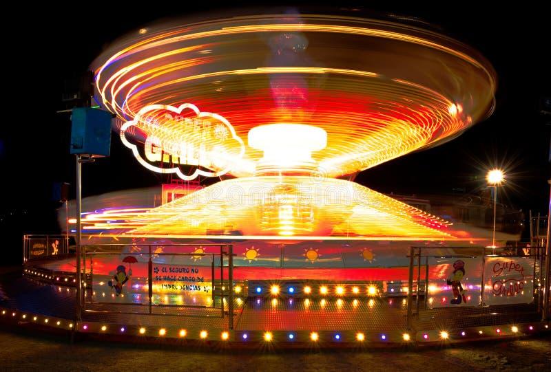 Paseo del parque de atracciones, exposición larga imagenes de archivo