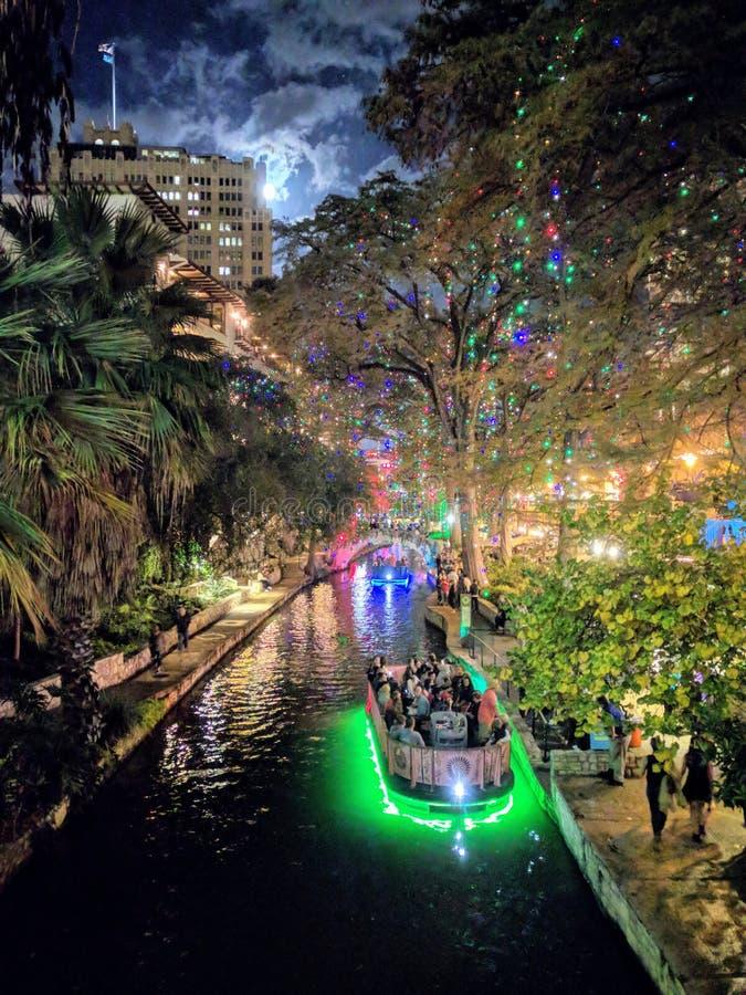 Paseo del río de San Antonio en la oscuridad foto de archivo libre de regalías
