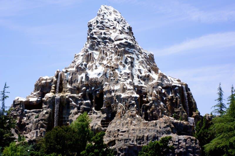 Paseo del trineo del roller coaster de Disneyland Cervino fotos de archivo