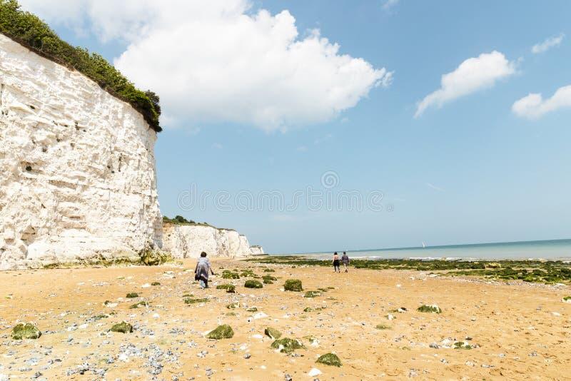 Paseo extenso de la playa arenosa de la playa foto de archivo libre de regalías