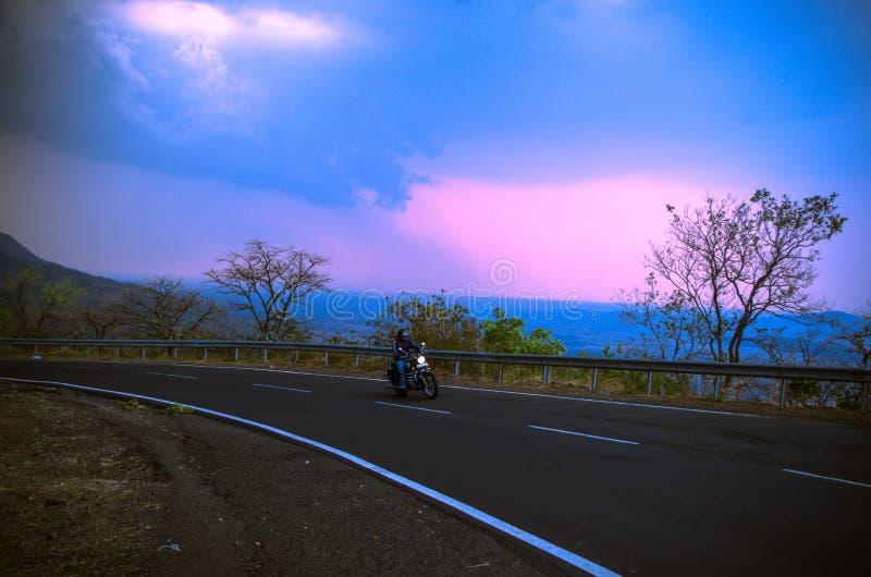 Paseo hermoso de la bici foto de archivo