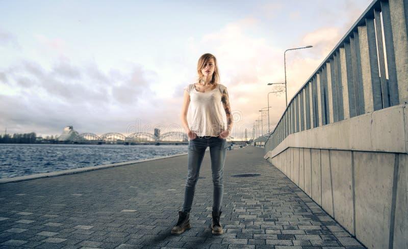 Paseo a lo largo del puerto imagen de archivo libre de regalías