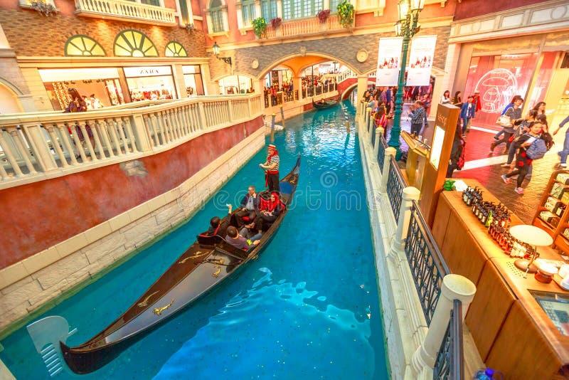 Paseo Macao veneciana de la góndola imagenes de archivo