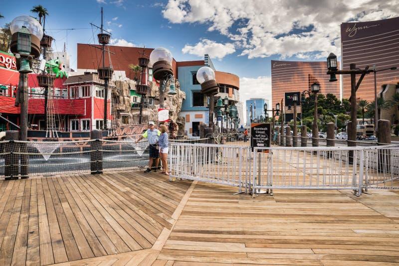 Paseo marítimo del hotel y del casino de la isla del tesoro cerrado imagen de archivo