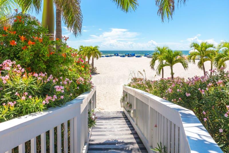 Paseo marítimo en la playa en St Pete, la Florida, los E.E.U.U. foto de archivo libre de regalías
