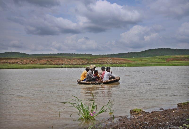 Paseo tradicional del barco por los locals de la India del sur foto de archivo libre de regalías