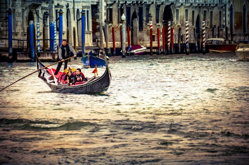 Paseo tradicional del gandola de Venecia, estilo de Instagram foto de archivo libre de regalías
