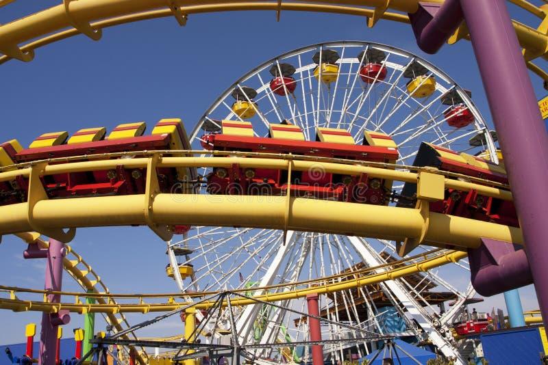 Paseos de emoción de la diversión del carnaval del embarcadero de Santa Mónica imagen de archivo libre de regalías