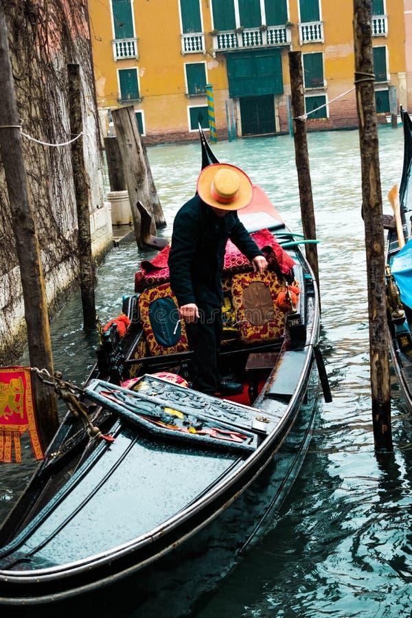 Paseos de la góndola de Venecia imágenes de archivo libres de regalías