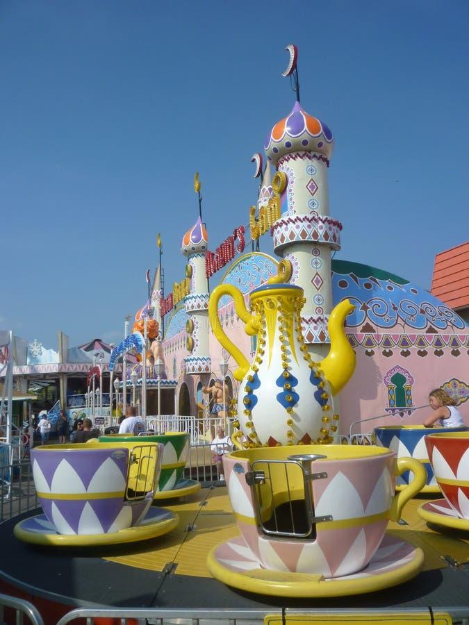 Paseos del parque de atracciones foto de archivo
