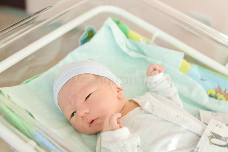 Pasgeboren baby in het prenatale ziekenhuis royalty-vrije stock afbeelding