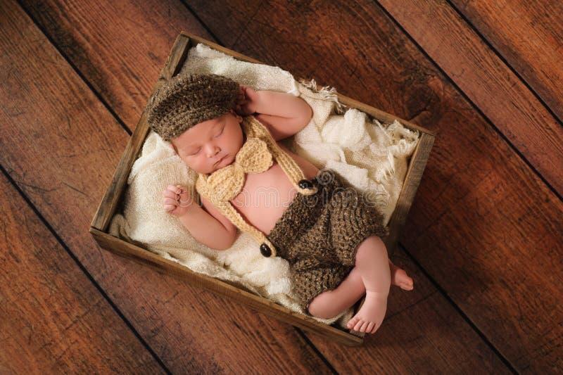 Pasgeboren Babyjongen in Weinig Mensenkostuum stock afbeelding