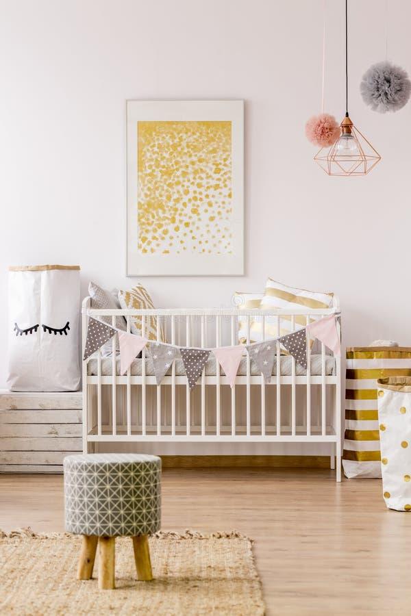Pasgeboren ruimte in Skandinavische stijl royalty-vrije stock afbeelding
