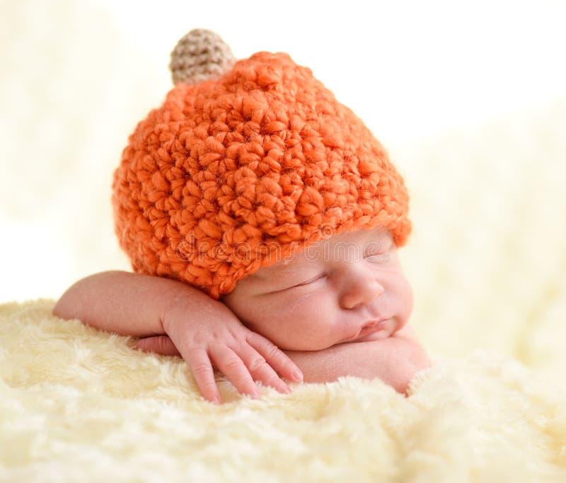 Pasgeboren slapen stock foto's