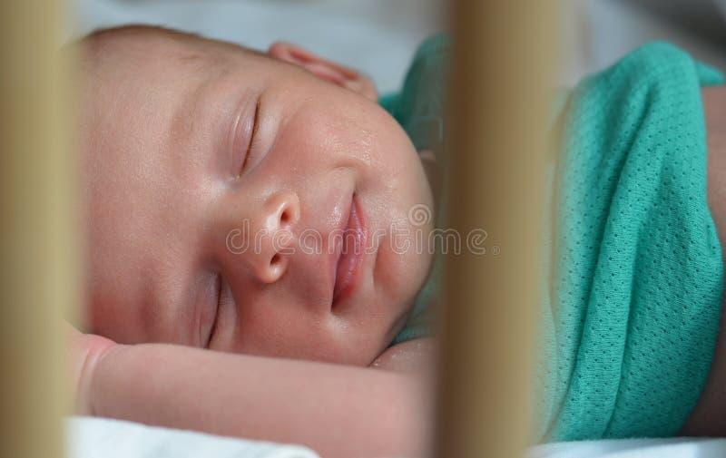 Pasgeboren slapen royalty-vrije stock afbeeldingen