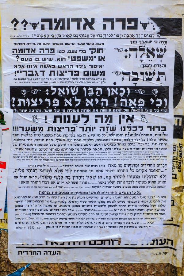 Pashkevil gegen die Frauen, die Perücken, in Jerusalem tragen stockfotos