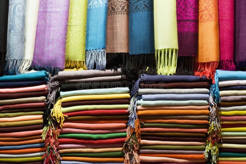 Pashmina Shawls no Grand Bazaar foto de stock
