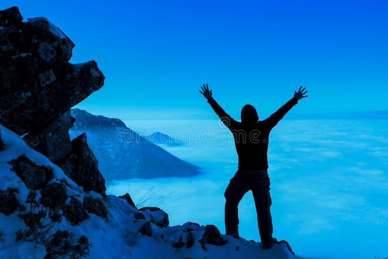 Pasión y felicidad máximas acertadas del escalador foto de archivo