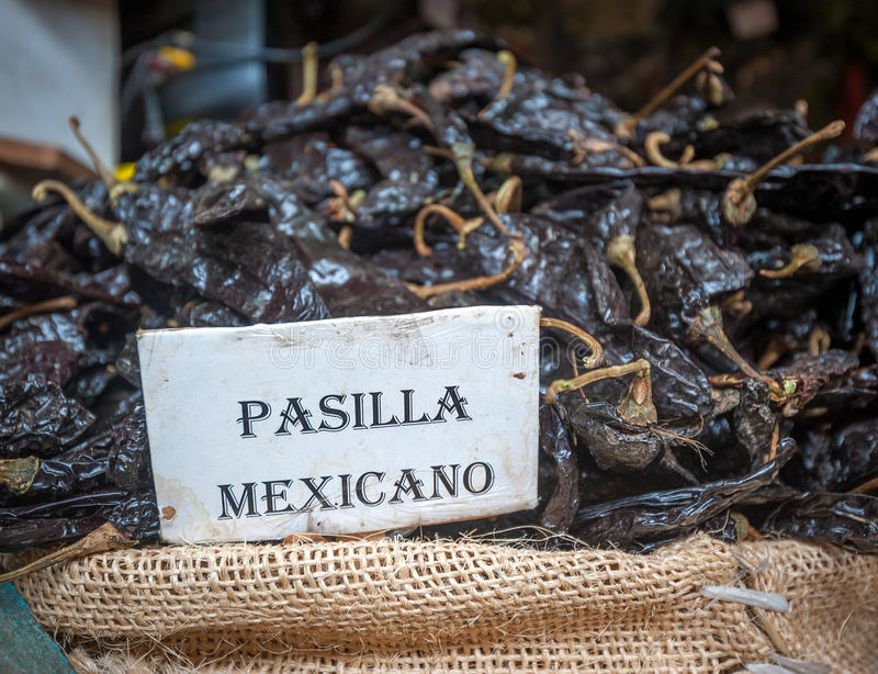 Pasilla辣椒在瓦哈卡市场,墨西哥上 库存照片