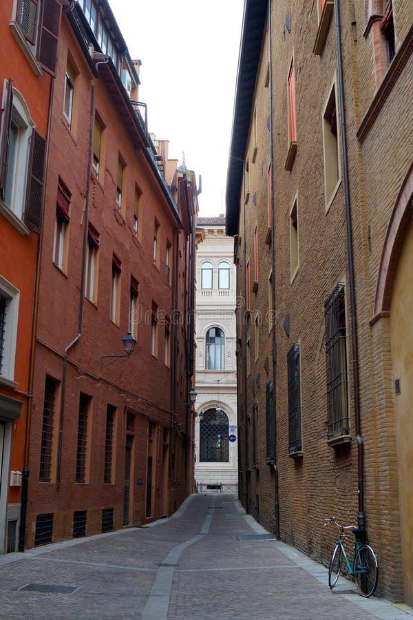 Pasillo antiguo en el centro de Bolonia, Italia foto de archivo