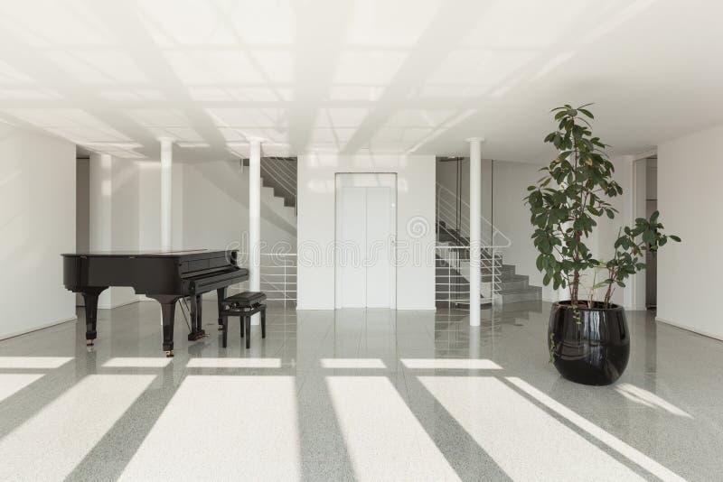 Pasillo con el piano de cola foto de archivo