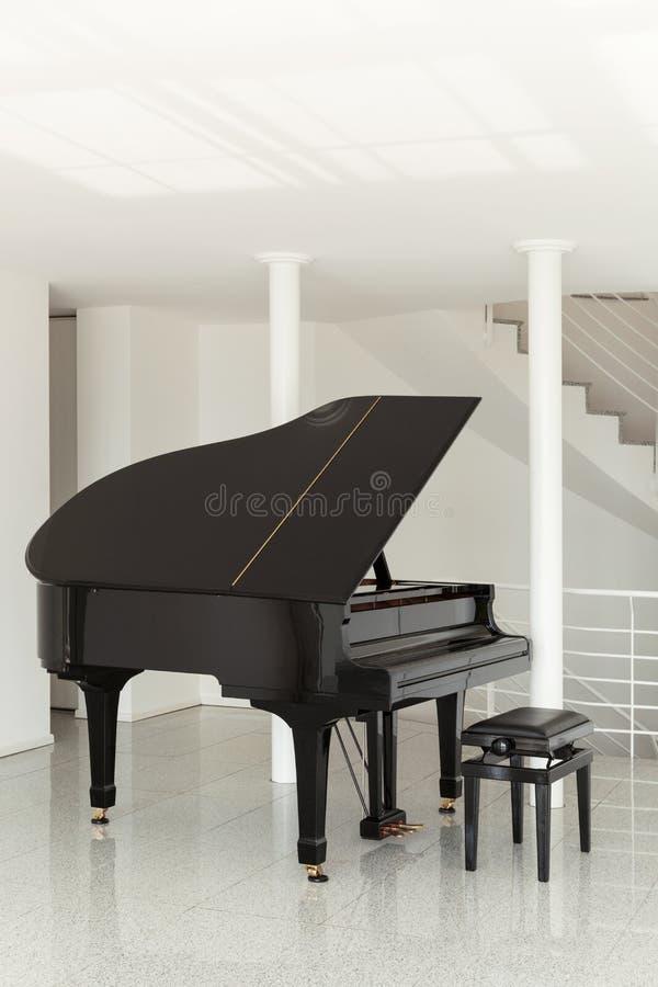 Pasillo con el piano de cola imágenes de archivo libres de regalías