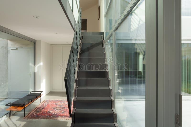Pasillo con la escalera del hierro fotografía de archivo libre de regalías