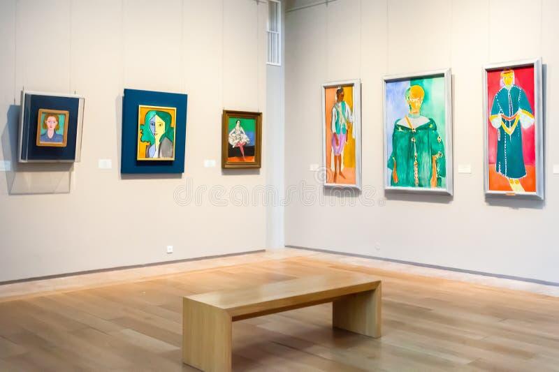 Pasillo con las pinturas impresionistas Henri Matisse en el museo de fotos de archivo