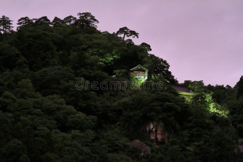 Pasillo de Godai y pasillo del ` s del fundador de la escena de la noche de Yamadera del ji de Risshaku imagenes de archivo