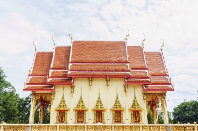 Pasillo de la ordenación del templo de Wat PhuTonUTidSitThaRam en Surat t foto de archivo