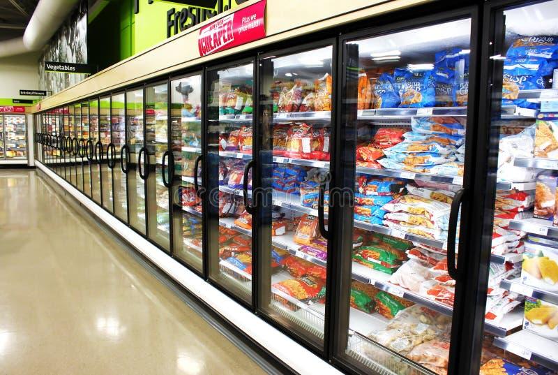 Pasillo de las comidas congeladas fotografía de archivo