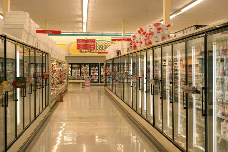 Pasillo de los alimentos congelados fotos de archivo