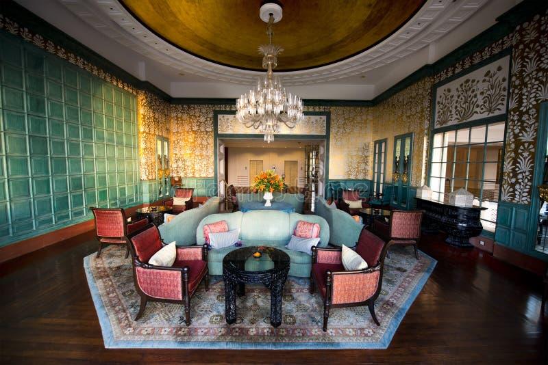 Pasillo de lujo lujoso del hotel turístico y salón