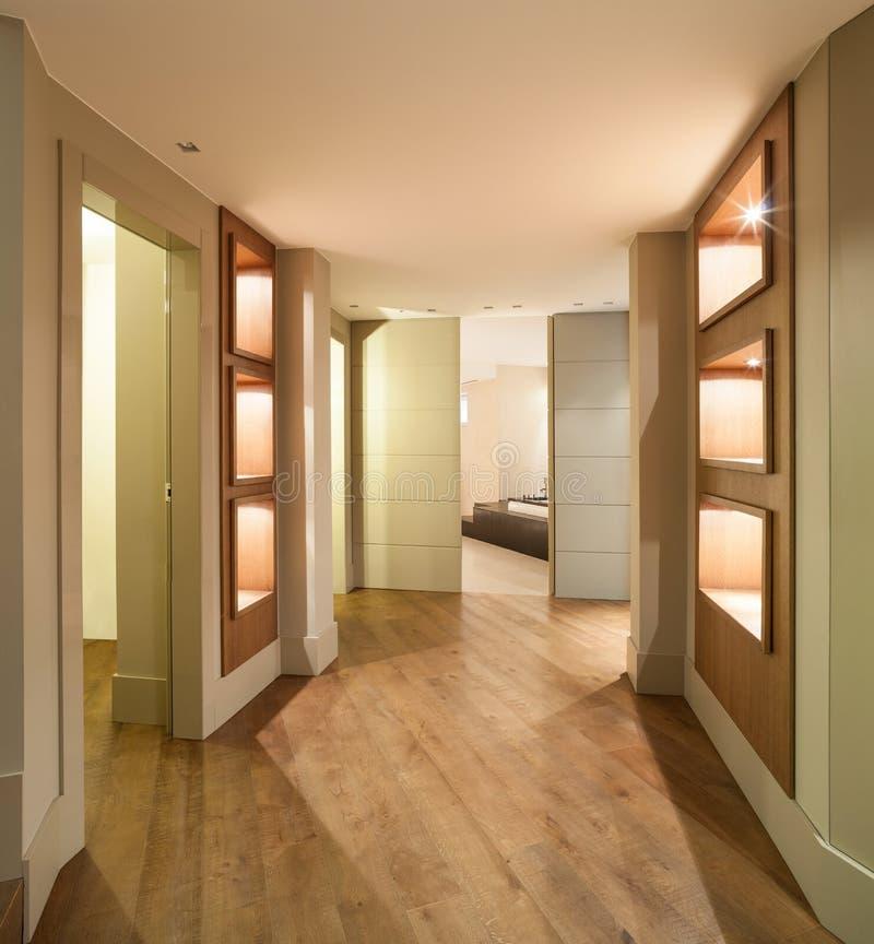 Pasillo de una casa moderna foto de archivo imagen de for Entradas de pisos