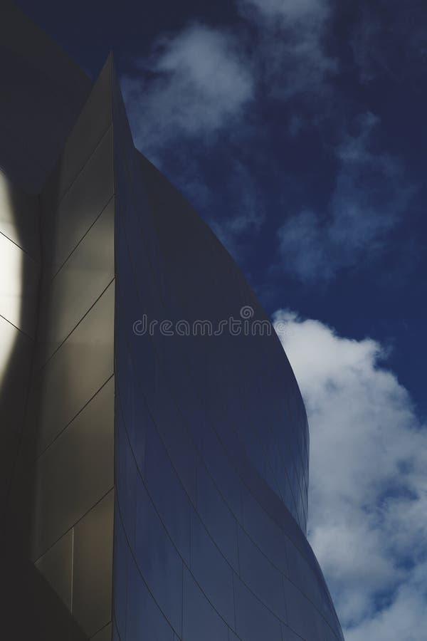 Pasillo de Walt Disney Concert cosechado con las nubes foto de archivo libre de regalías