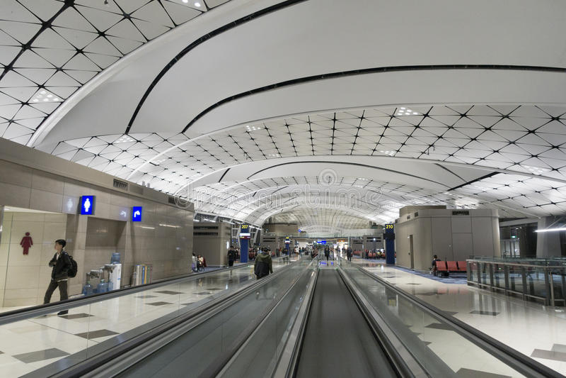 Pasillo del aeropuerto internacional de Hong-Kong fotografía de archivo