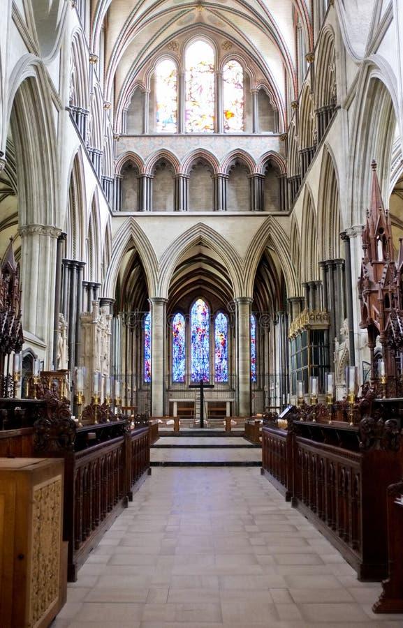 Pasillo del interior de la catedral de Salisbury foto de archivo