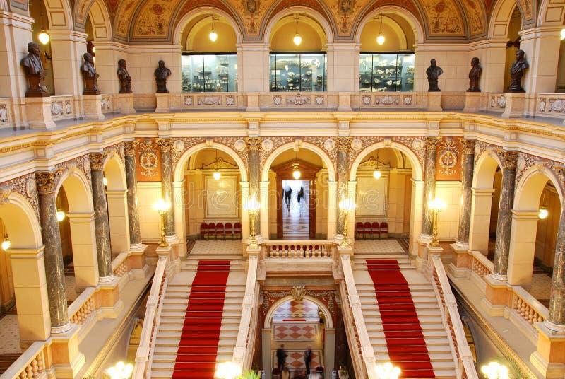 Pasillo del Museo Nacional checo en Praga imagenes de archivo