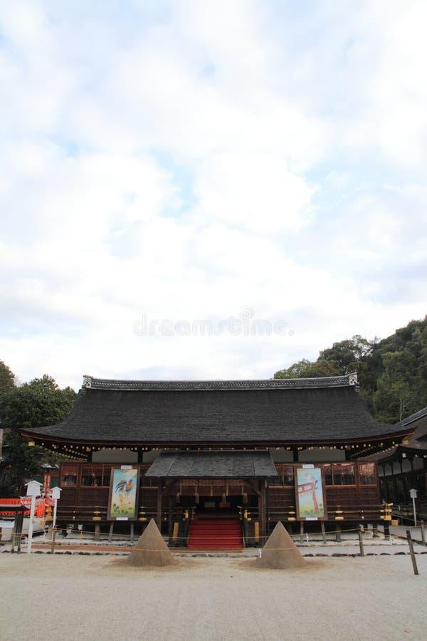 Pasillo del rezo de la capilla de Kamigamo en Kyoto fotos de archivo libres de regalías