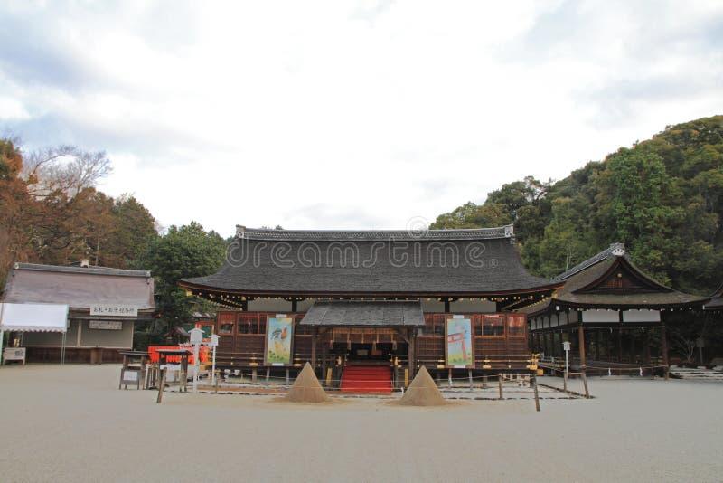 Pasillo del rezo de la capilla de Kamigamo en Kyoto imagenes de archivo