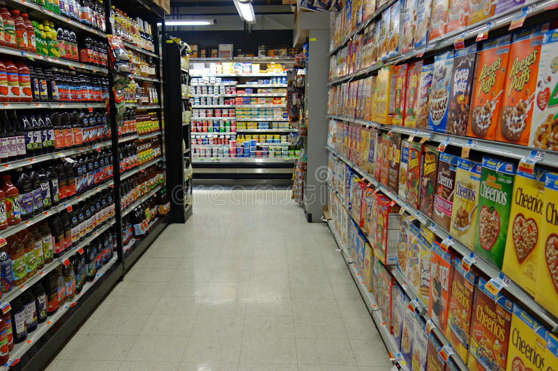 Pasillo del supermercado imagen de archivo