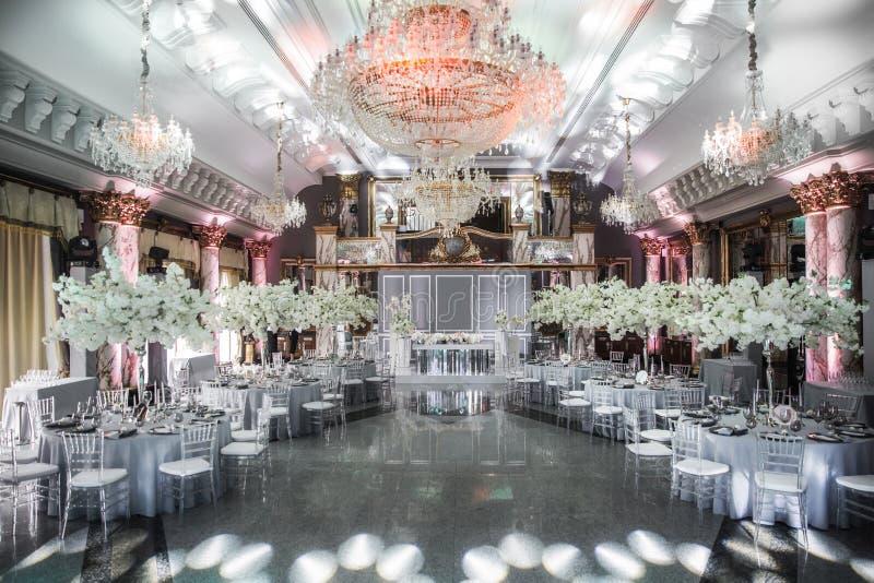 Pasillo elegante del banquete para un banquete de boda fotografía de archivo