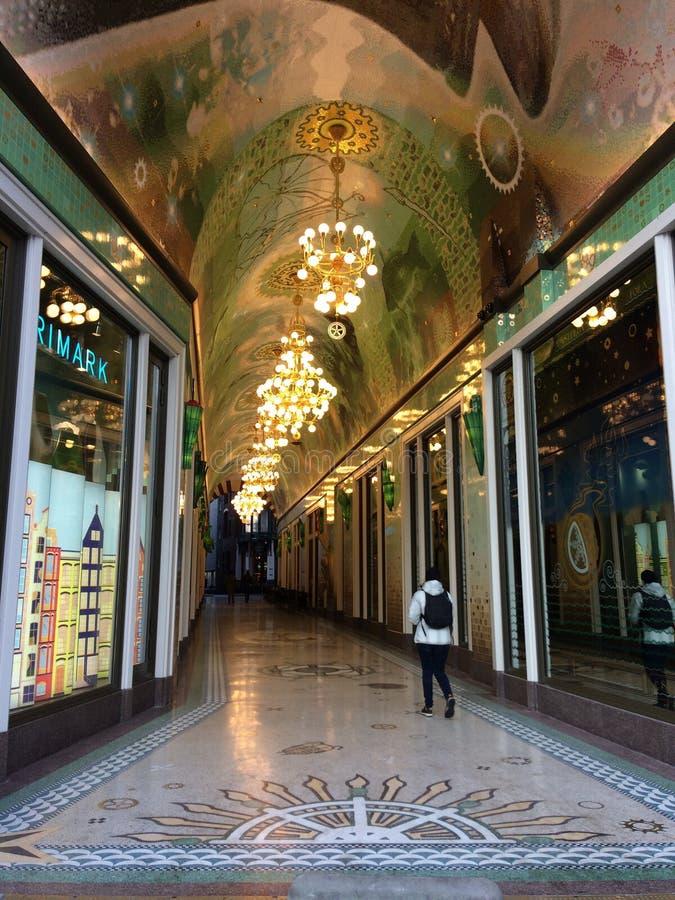 Pasillo en centro comercial de la decoración de Amsterdam foto de archivo libre de regalías