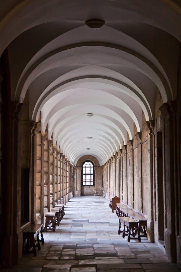 Pasillo en la universidad de la reina, Oxford imagen de archivo